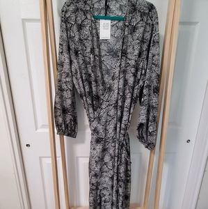 Paige Plus Wrap Dress /w Pockets